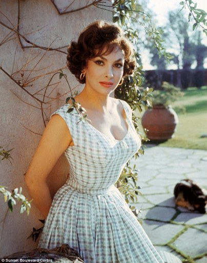 2AA5FB6800000578-3166242-Gina_Lollobrigida_who_made_several_films_in_Ravello-a-7_1437223717061